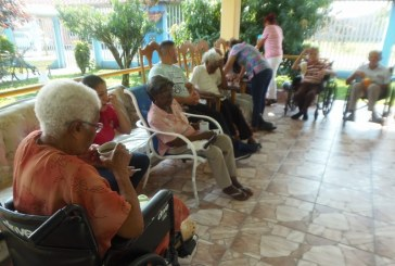 Hogar de ancianos en Guácimo celebró cumpleaños de residentes.