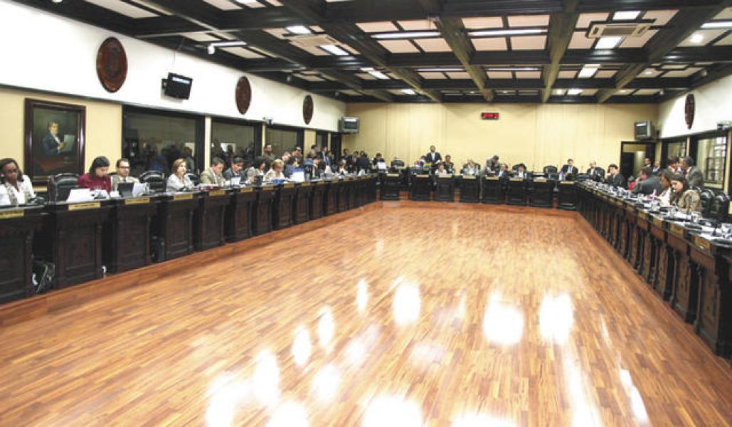 Patricia Mora y Edgardo Araya presentan proyecto de ley que protege a los usuarios del transporte público
