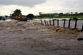 Rutas de acceso a Roxana afectadas por fuertes lluvias
