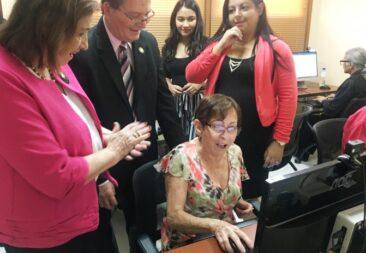 Abrirán 60 Centros Comunitarios Inteligentes  para adultos mayores en todo el país