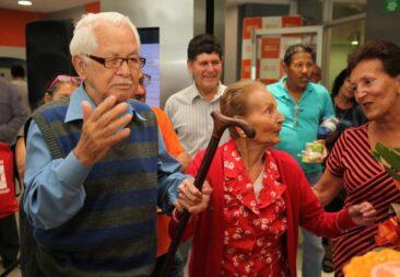 Banco Popular celebra a las personas adultas mayores en todo el país
