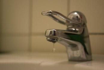 AyA llama a ahorrar 5 litros de agua al día por persona