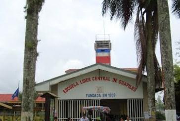 Grupo de padres piden destituir la junta de la Escuela Central de Guápiles.