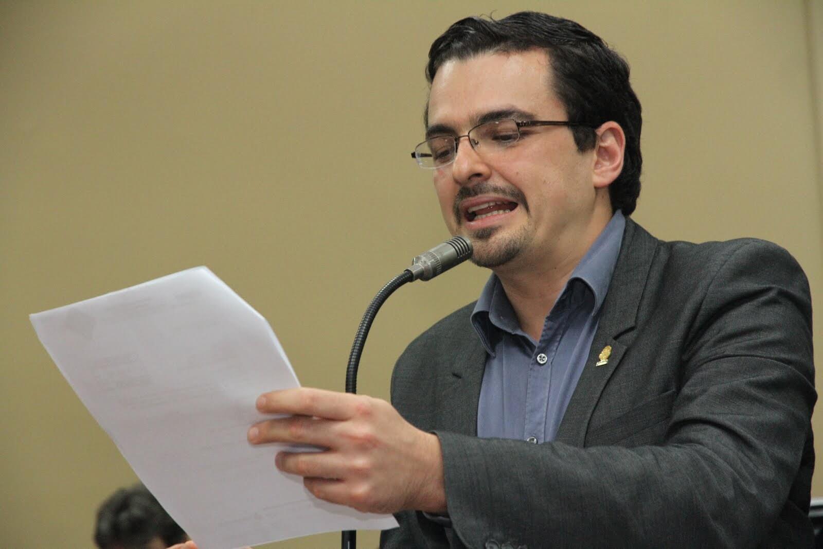 Diputado Villalta presenta proyecto de ley para corregir errores de la regla fiscal y defender la inversión en gasto de capital.