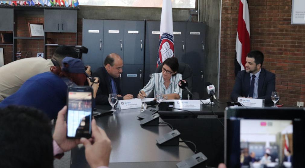 Colegio de Abogados(as) entregó informe sobre UPAD a Defensoría de los Habitantes