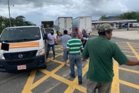 600 transportistas varados en la zona de Peñas Blancas recibieron ayuda