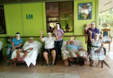 """Campaña """"Escudo Solidario"""" hace un llamado a apoyar a la población adulta mayor"""