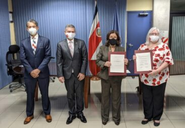 Canadá y AyA firman convenio para proyectos de saneamiento