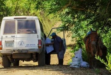 Mula colorada y su jinete llevan las vacunas pediátricas que aplicarán a indígenas de Punta Burica