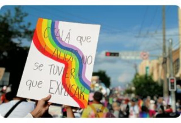 En El Salvador: Comunidad LGTBIQ+ realizó un llamado de basta a la violencia en todas sus formas.