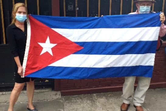 En Guatemala: Colectivos y particulares se acercaron a Embajada de Cuba en Guatemala para solidarizarse con la revolución y el pueblo cubano.